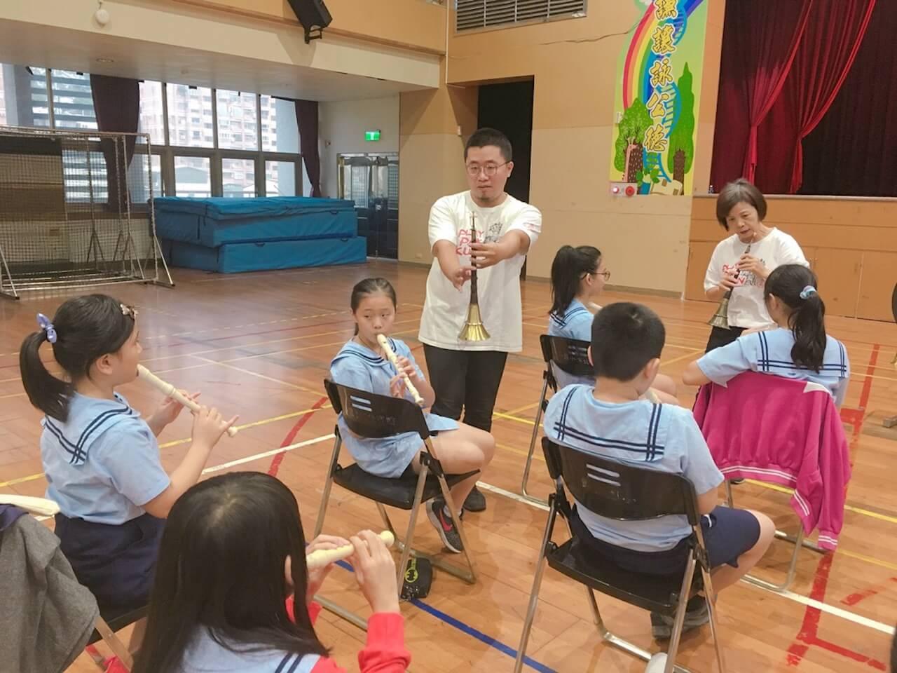 鄧公國小:學童利用直笛吹奏北管曲牌